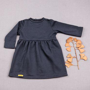 Šaty šeděmodré řasené GOTS - zateplené
